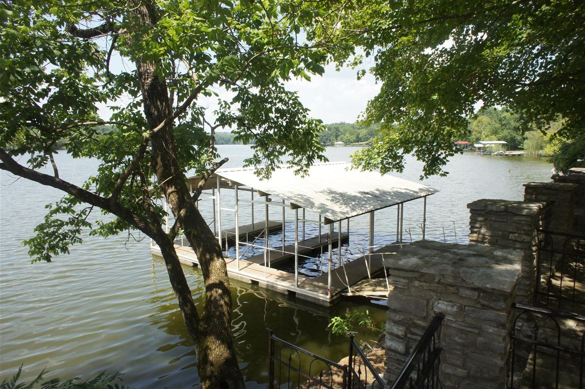 Luxury real estate Very rare property offered on Old Hickory Lake