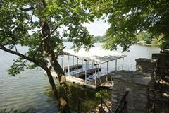 Luxury properties Very rare property offered on Old Hickory Lake