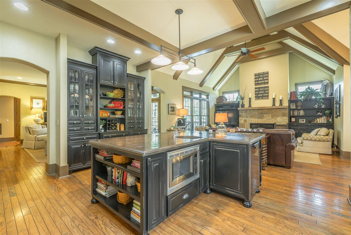 Stunning custom home in lookout mountain luxury real estate