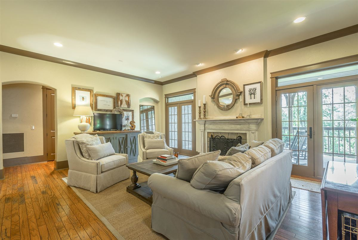 Luxury homes Stunning custom home in lookout mountain