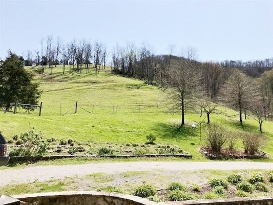 Luxury homes East Tennessee oasis of 308 acres