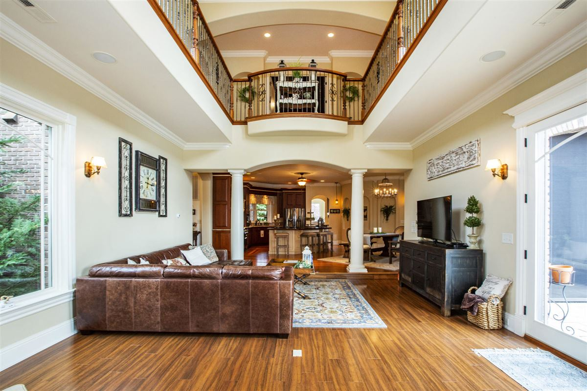 Mansions in Gorgeous lakefront and golf-front home
