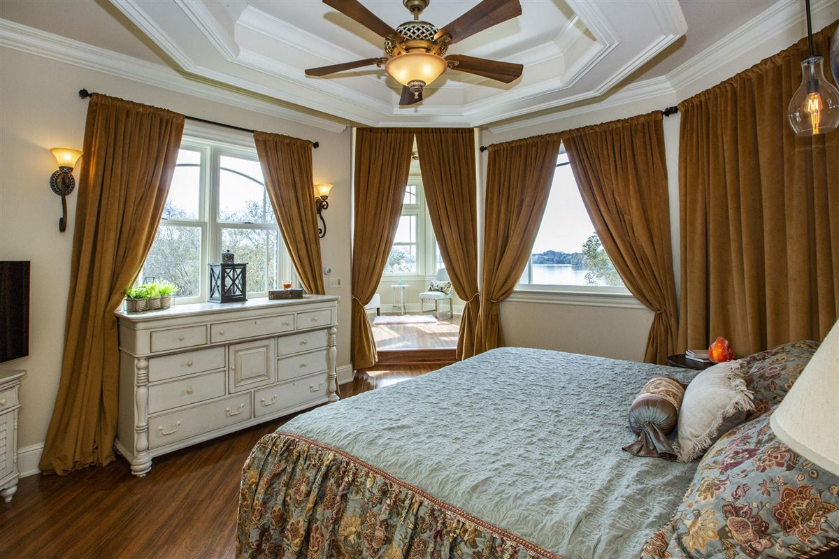Gorgeous lakefront and golf-front home luxury real estate