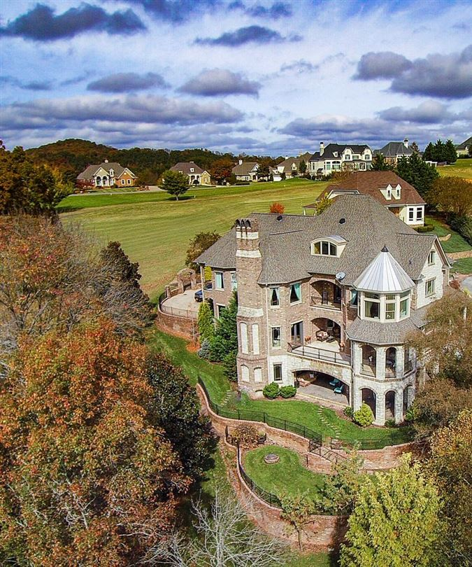 Mansions Gorgeous lakefront and golf-front home