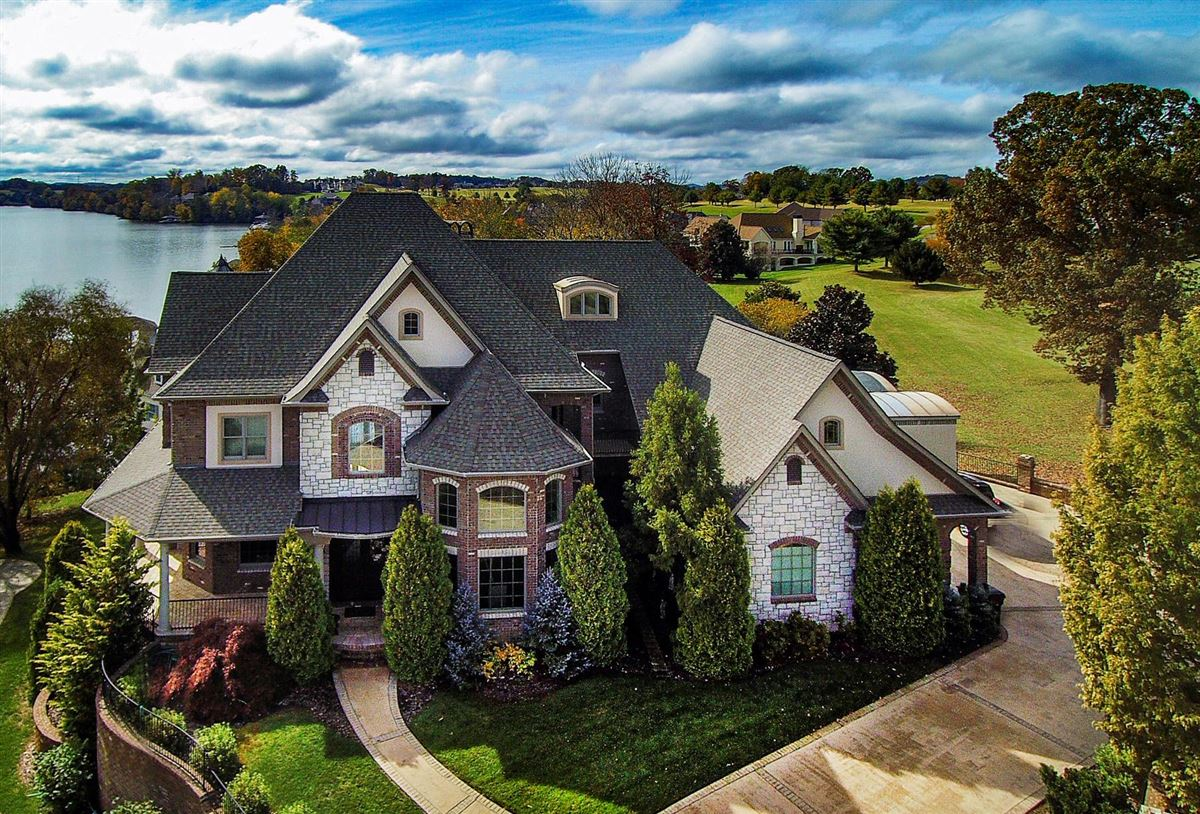 Gorgeous lakefront and golf-front home mansions