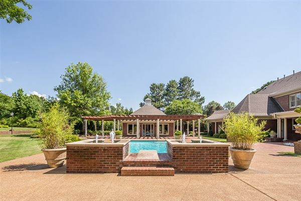 an impressive home in germantown luxury homes