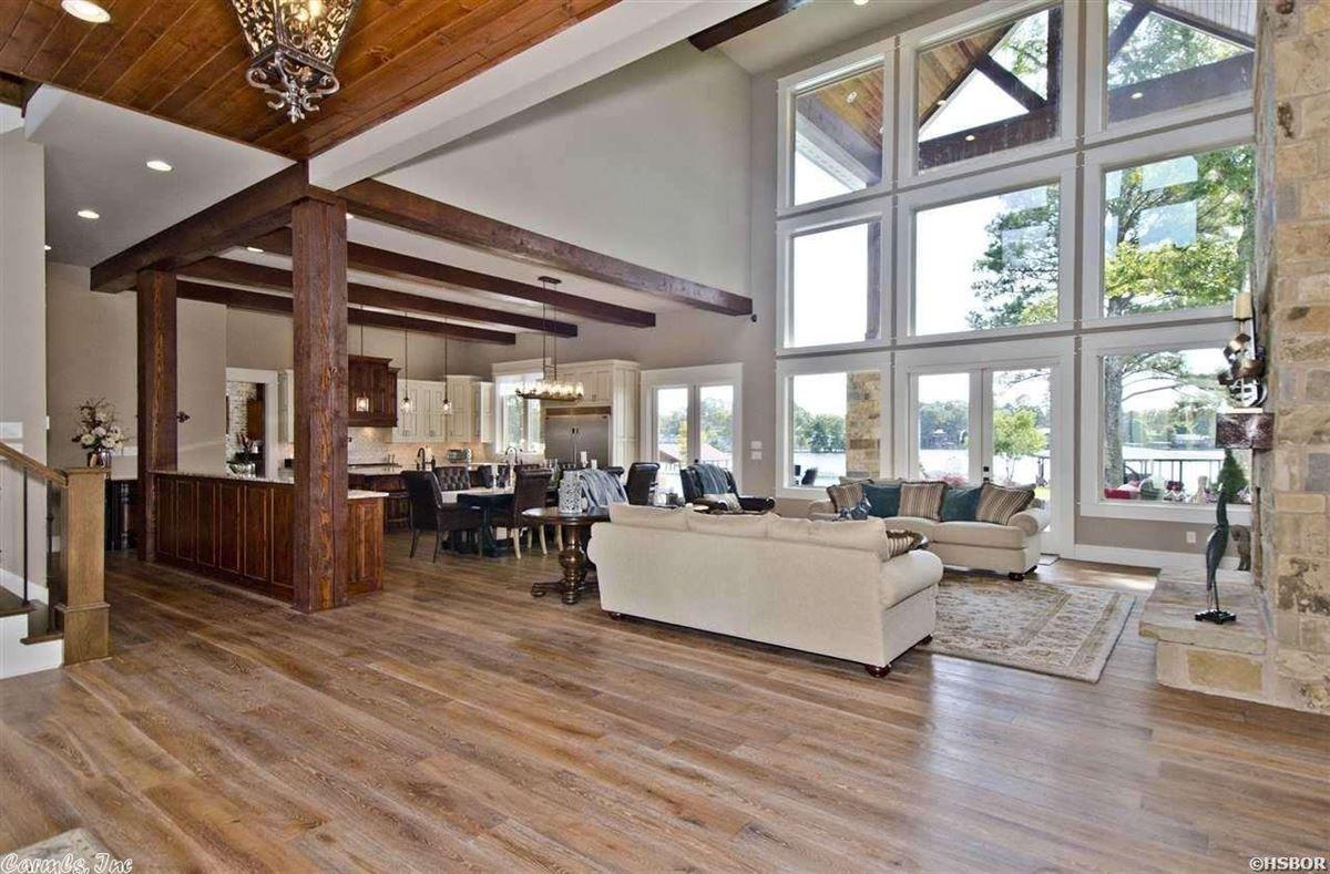 Luxury homes Breathtaking waterfront property on Lake Hamilton