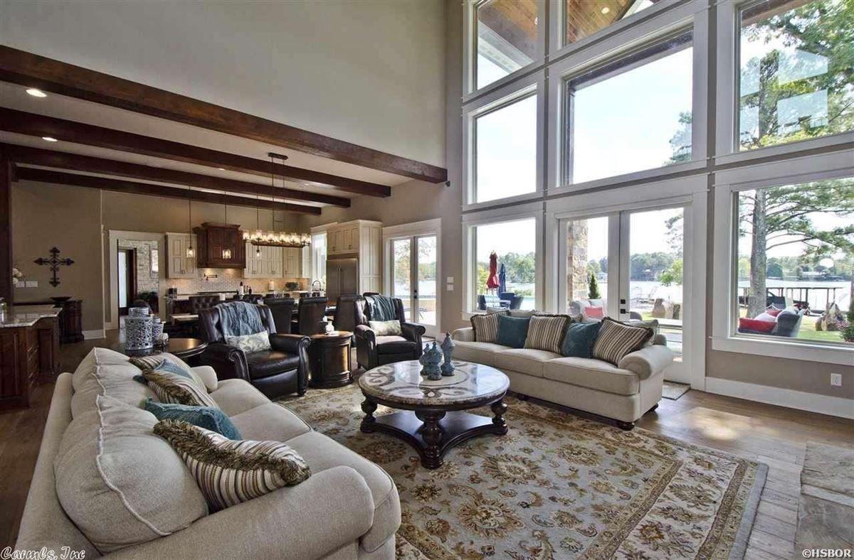 Luxury real estate Breathtaking waterfront property on Lake Hamilton