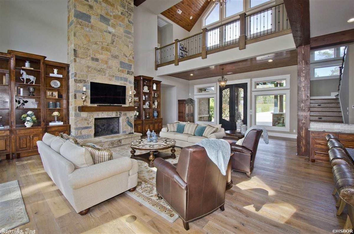 Luxury properties Breathtaking waterfront property on Lake Hamilton