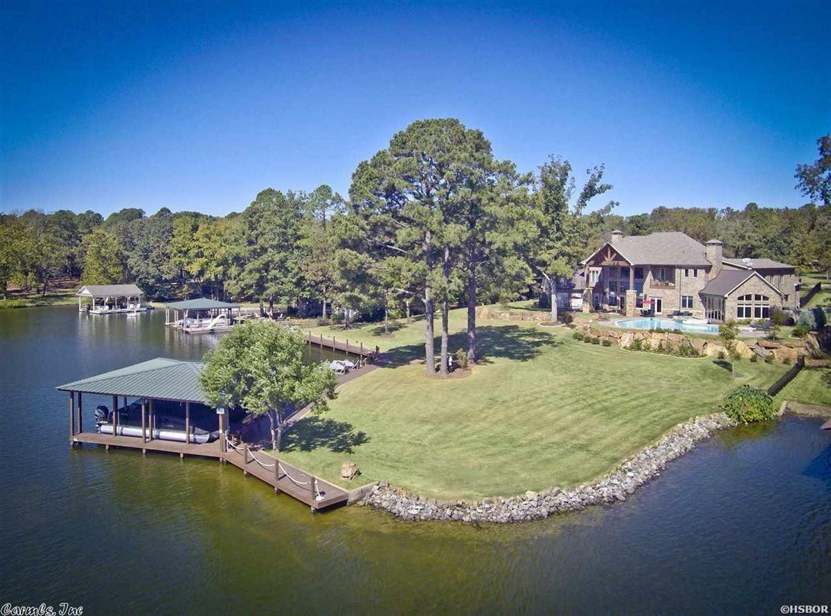 Mansions Breathtaking waterfront property on Lake Hamilton