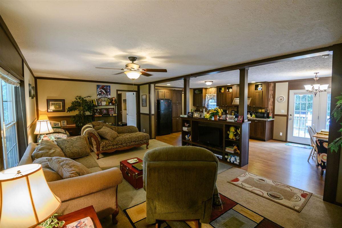 Clift Lane Estate in hartsville luxury properties