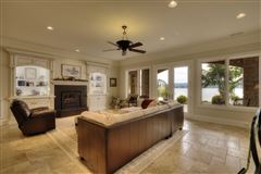 Luxury properties Absolutely stunning lake estate in Grande Vista Bay