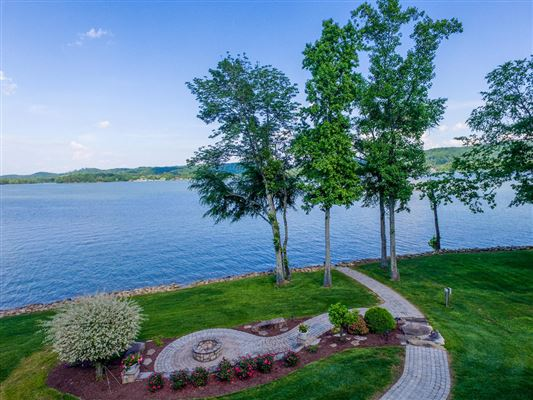 Absolutely stunning lake estate in Grande Vista Bay luxury homes
