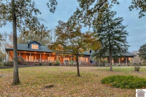 Luxury real estate Remarkable lakefront home on Kentucky Lake