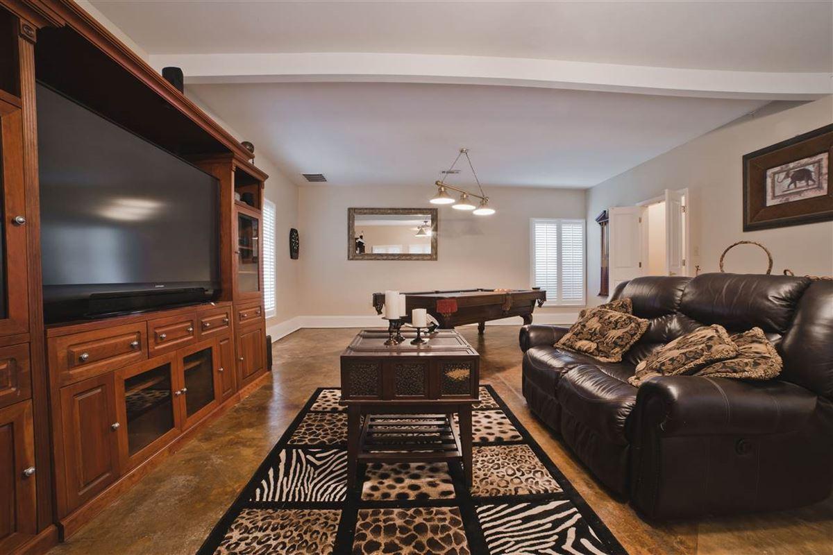 Luxury properties grand luxury property in piperton