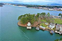 Rare find on Lake Hamilton mansions