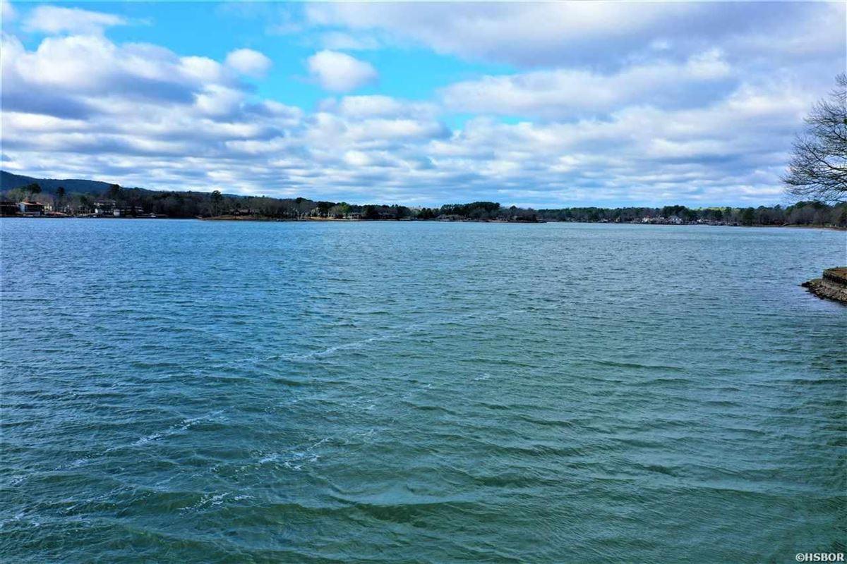 Luxury real estate Rare find on Lake Hamilton