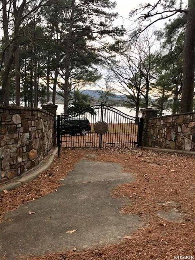 Mansions in Rare find on Lake Hamilton