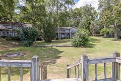 Luxury homes in Old Pickwick waterfront cabin