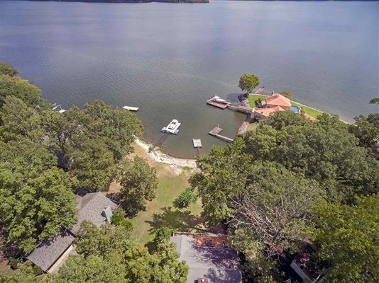 Luxury properties Old Pickwick waterfront cabin