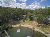 Luxury real estate Old Pickwick waterfront cabin