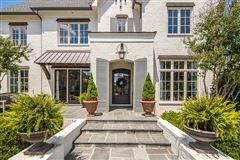 Luxury homes in award-winning design in germantown