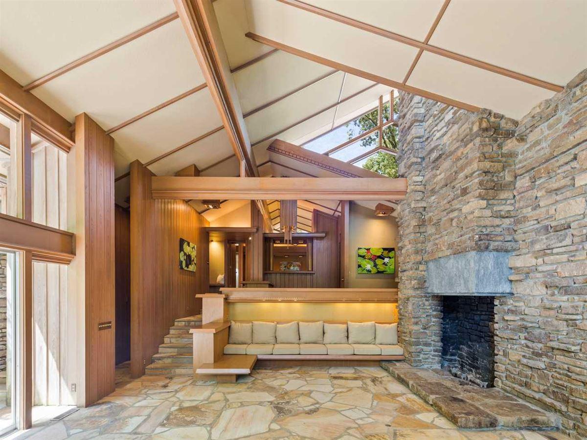 Luxury properties Organic mid-century modern home in memphis