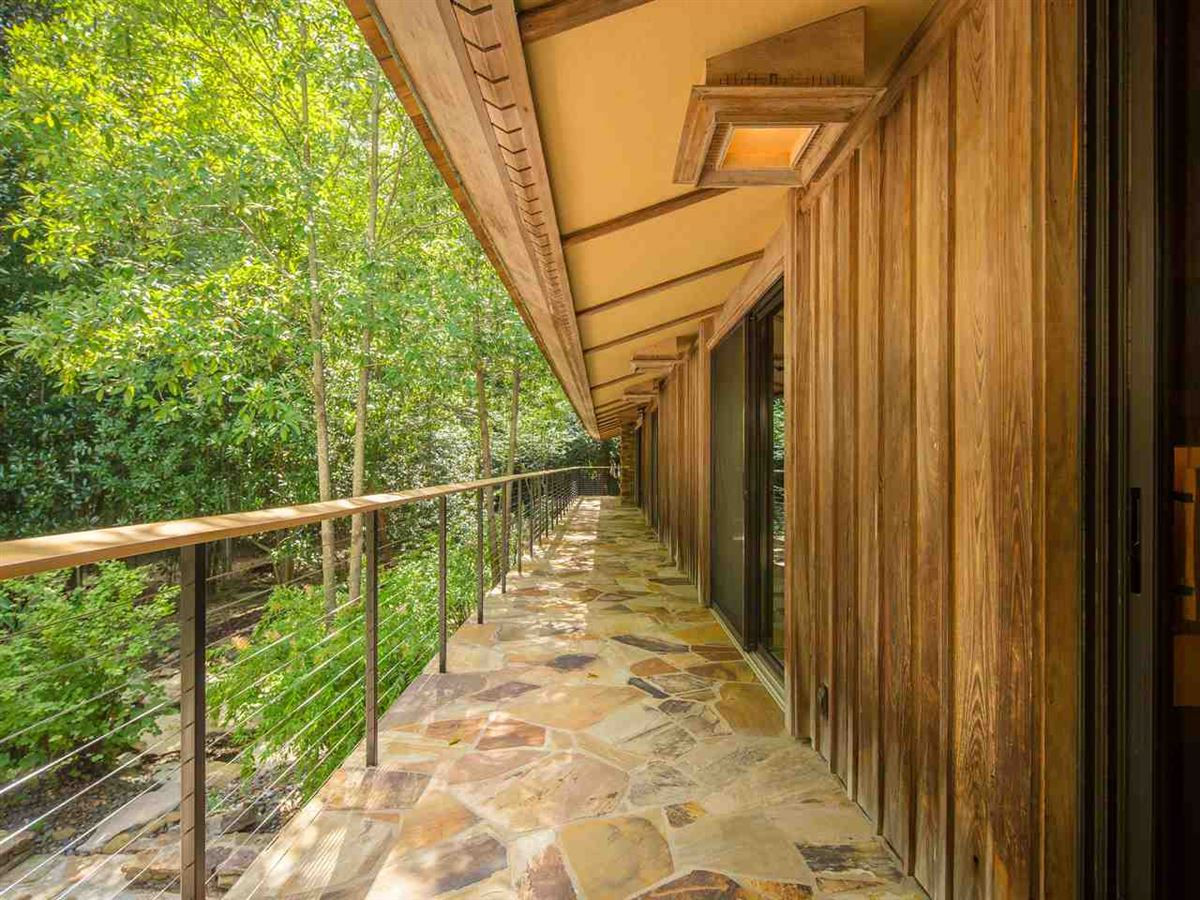Organic mid-century modern home in memphis luxury homes