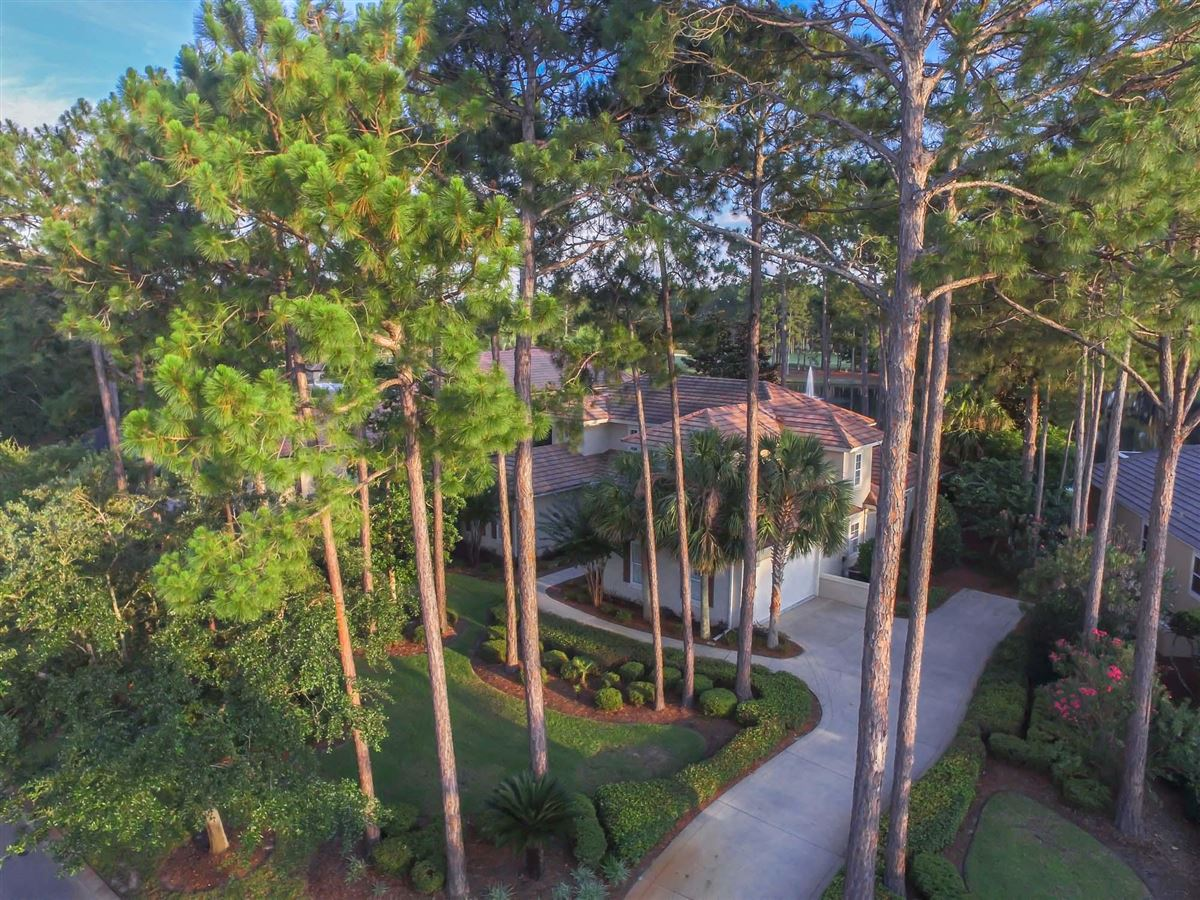 Mansions superb home has amazing lake and golf course views