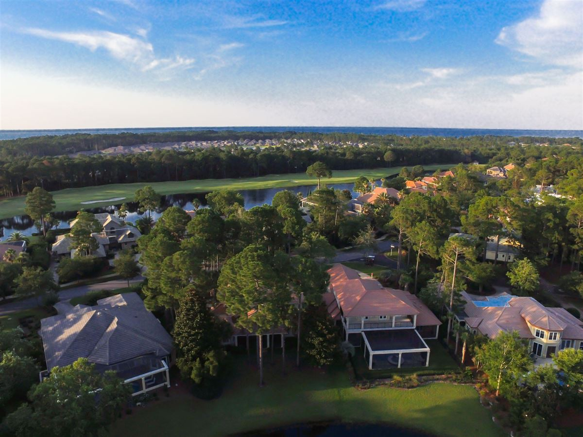 Mansions in superb home has amazing lake and golf course views