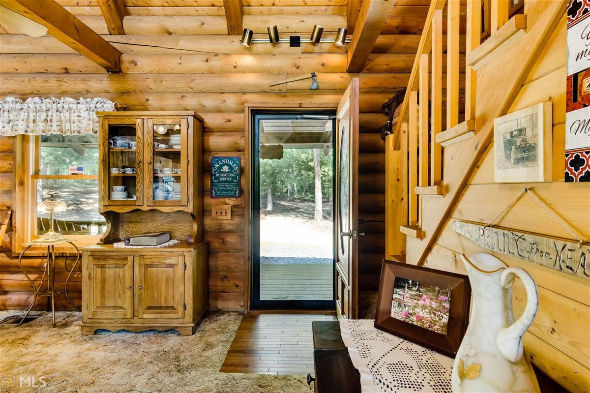 Mansions log cabin retreat on 85 acres