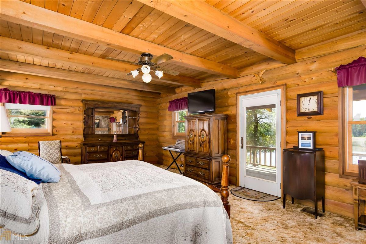 Luxury homes log cabin retreat on 85 acres