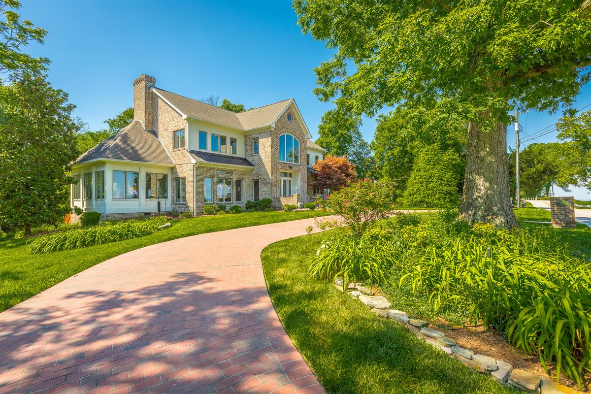 special home in signal mountain luxury real estate