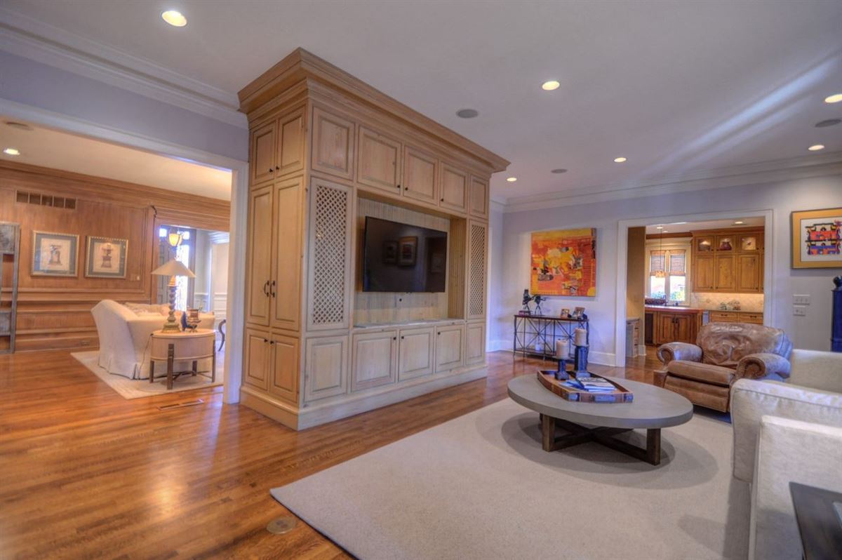 A lovely home in move-in condition luxury homes