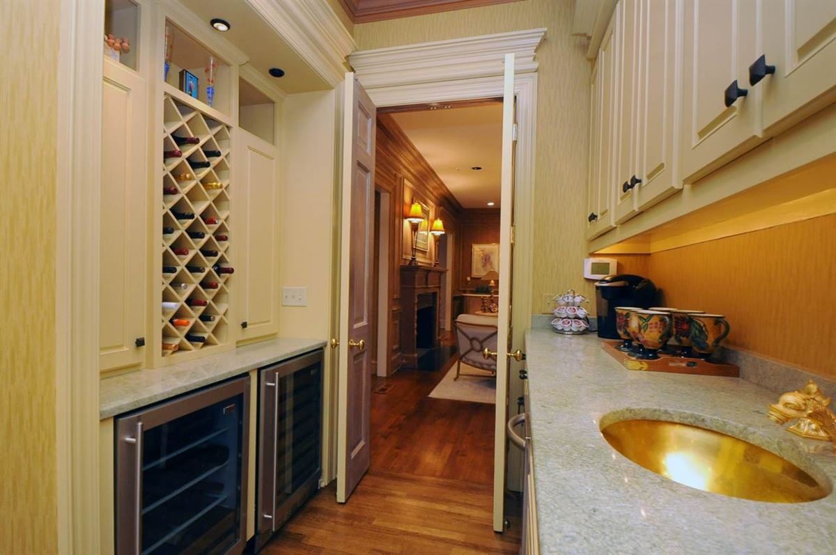 Luxury homes in A lovely home in move-in condition