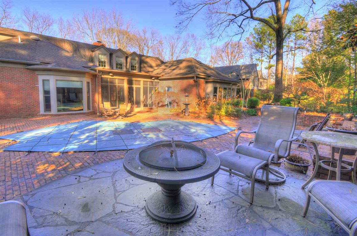 A lovely home in move-in condition luxury properties