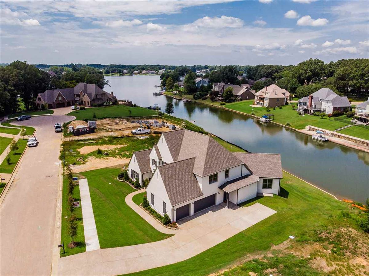 Luxury homes Brand new construction on Garner Lake