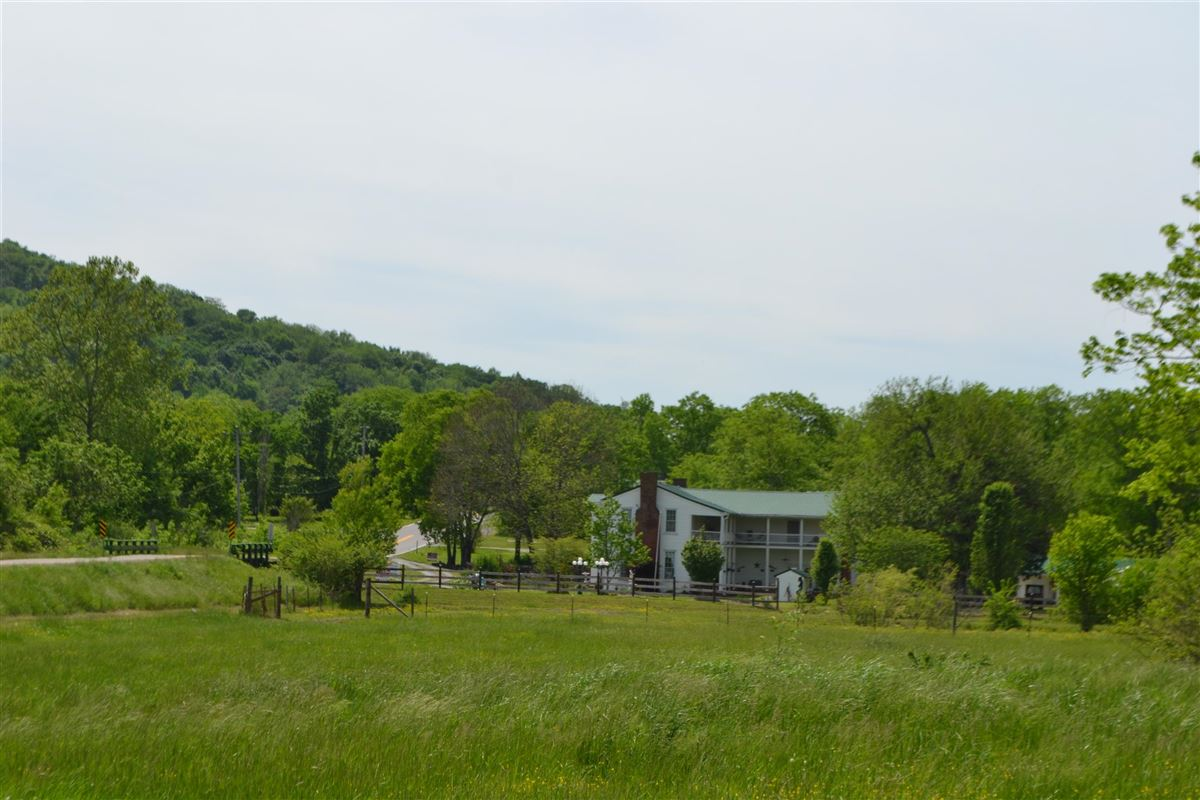 Mansions in Gorgeous 108 acre property