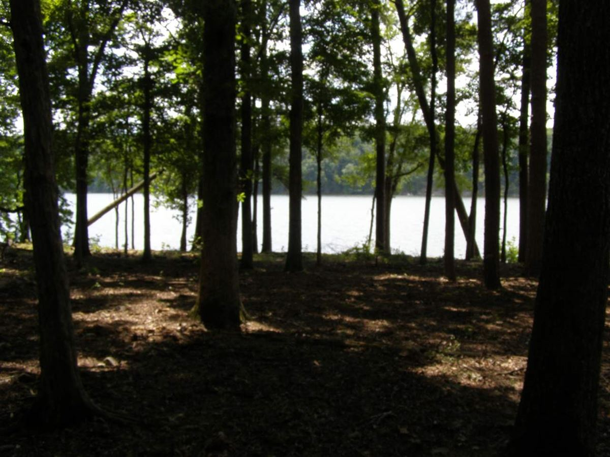 one of the best flat lake lots on Pickwick Lake luxury homes