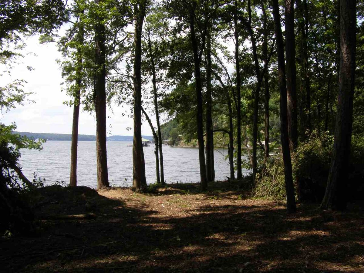 Luxury real estate one of the best flat lake lots on Pickwick Lake