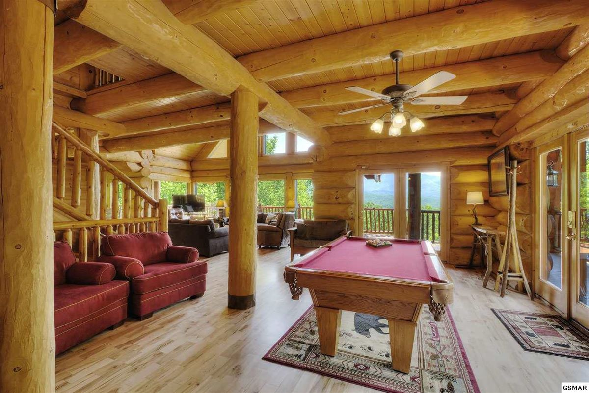 Mansions in Gorgeous mountain views in gatlinburg