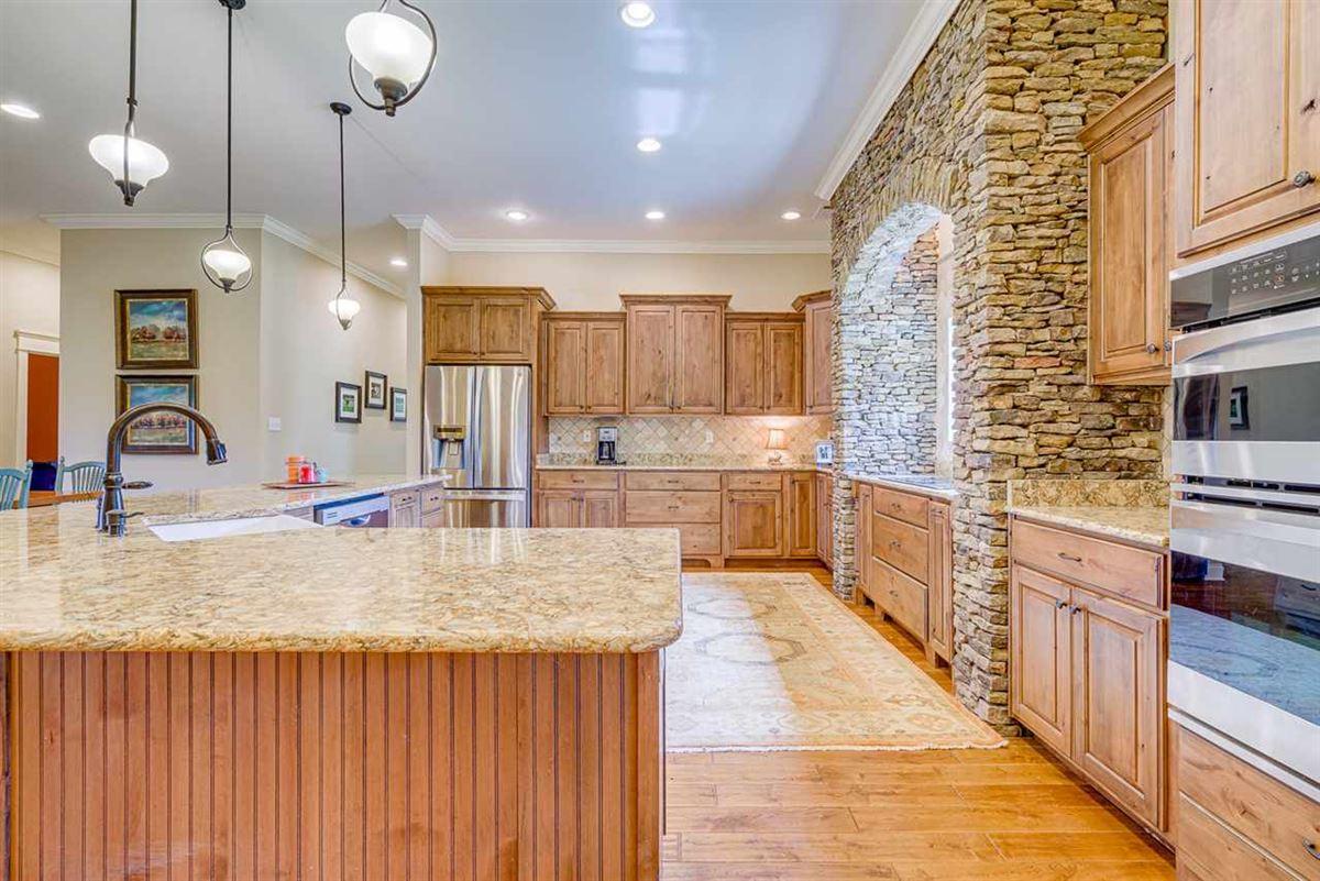 Luxury properties Fabulous custom built equestrian home on 38 acres