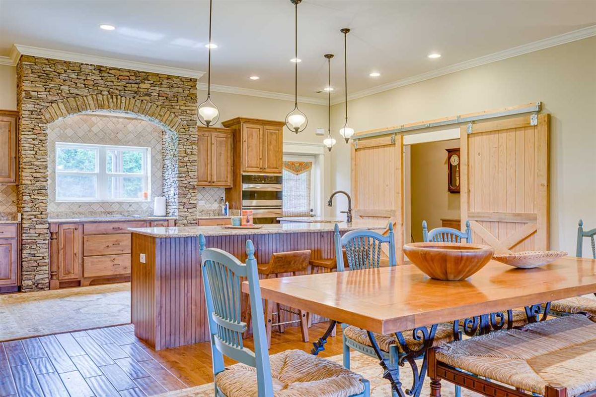 Mansions Fabulous custom built equestrian home on 38 acres
