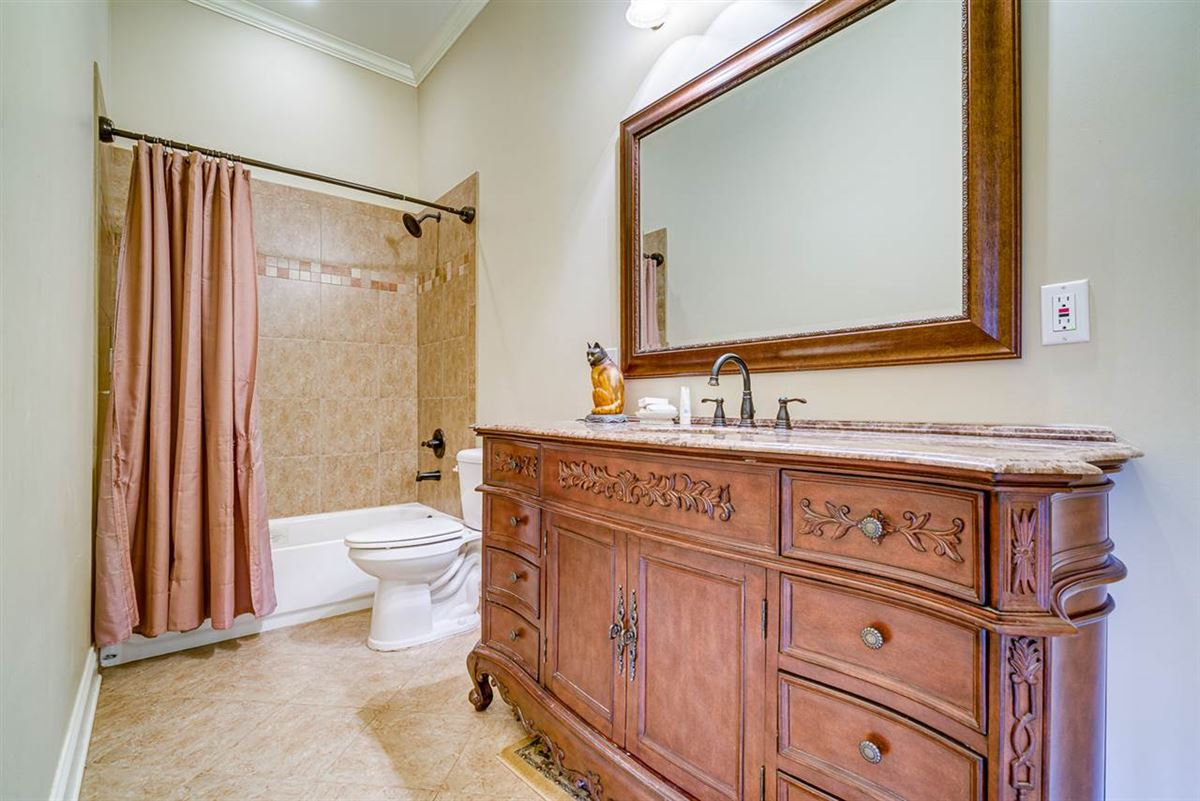 Luxury homes Fabulous custom built equestrian home on 38 acres