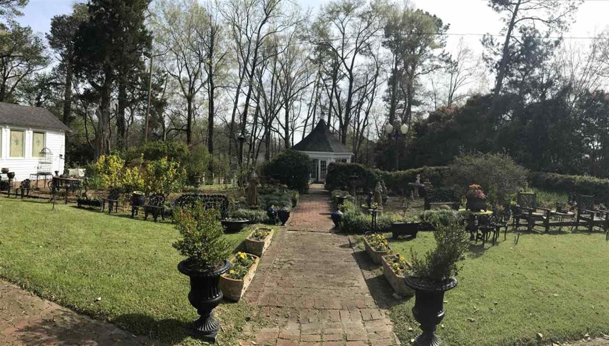 Mansions in ROSEWOOD MANOR & GARDENS