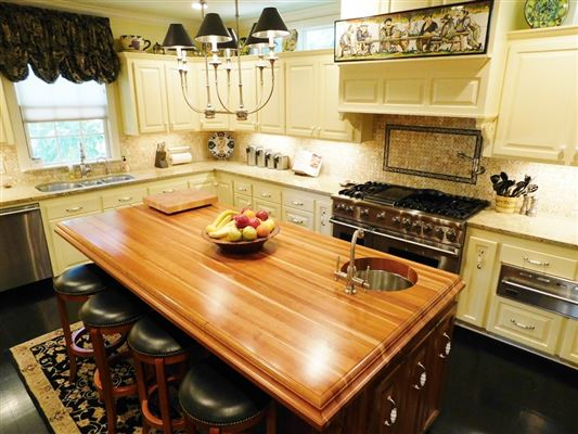 Luxury homes in Lantana Hill historic property
