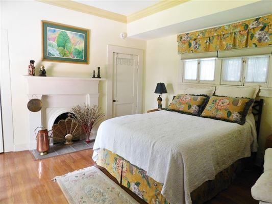 Luxury real estate Lantana Hill historic property