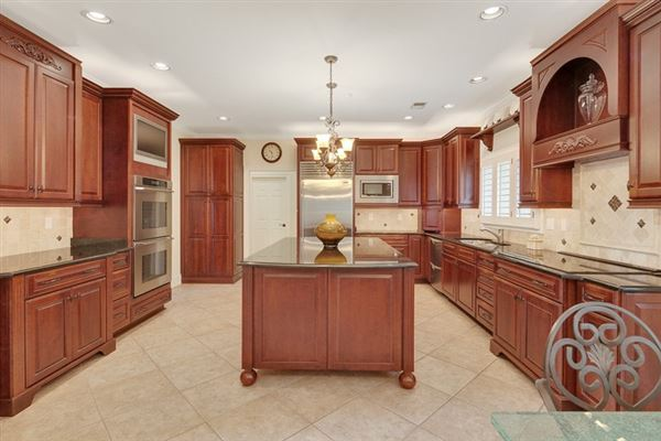 Luxury real estate spacious six bedroom germantown luxury home