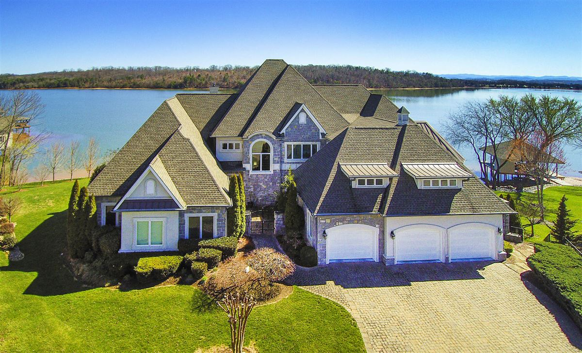 Panoramic lake and mountain views luxury homes