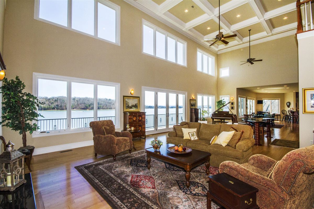 Luxury properties Panoramic lake and mountain views